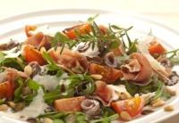 Salát s rukolou, parmskou šunkou a balsamico – medovou zálivkou