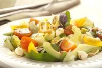 Salát s avokádem a mozzarellou