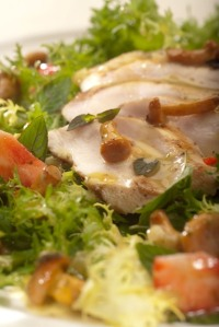 Marinovaná kuřecí prsa v rozmarýnu s liškami a jahodami