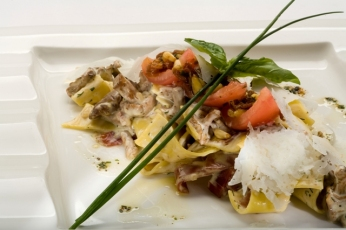 Těstoviny pappardelle s liškami dušenými ve smetaně