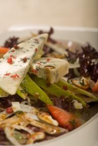 Hruškový salát s fenyklem, kešu ořechy a italskou zálivkou