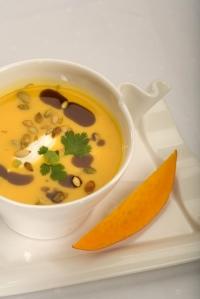 Krémová dýňová polévka se zázvorem a kokosovým mlékem
