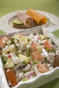 Snídaňový  salát s tvarohem a zeleninou