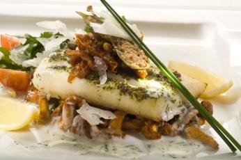 Aromatické filé z halibuta na liškách v krémové omáčce